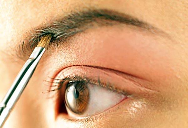 چشم های زیبا- ابروی ضخیم- برنافیت