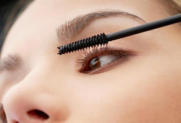 چشم های زیبا- جلوگیری از پوست پوست شدن ریمل- برنافیت