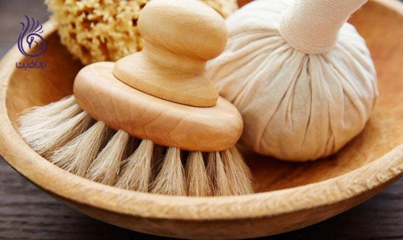 برای داشتن پوستی درخشان، از برس پوست خشک استفاده کنید
