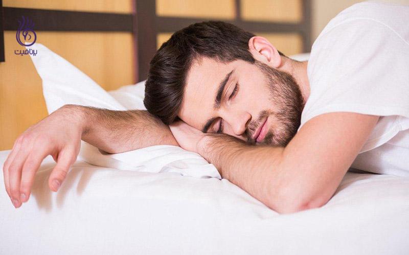 آیا خوابیدن بر روی شکم موجب کمردرد می شود؟