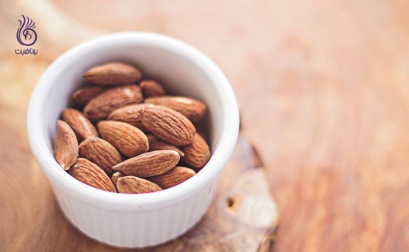 برای سوزاندن چربی های شکم ، روزانه چند عدد بادام باید بخوریم؟