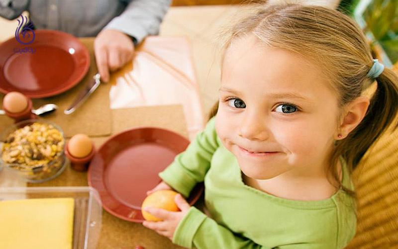 چگونه کودک را به غذا خوردن ترغیب کنیم؟