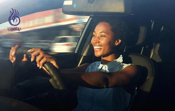 11 روش تقویت بدن بدون نیاز به ورزش - رانندگی