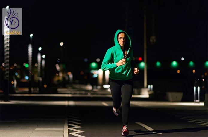 پیاده روی موقع شب