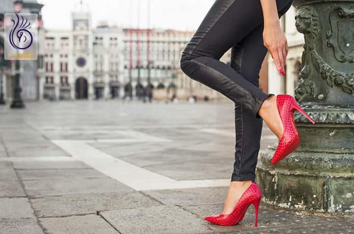کفش پاشنه دار و ورم پا