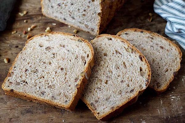 رژیم چاقی- نان غلات کامل- برنافیت